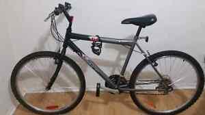 Vélo hybride pour adulte  en très bonne condition