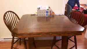Beautiful pub style kitchen table with 6 chairs