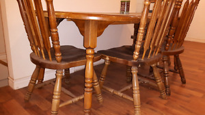 • Solid oak wood dining table set with 4 chairs and leaf