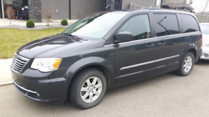 2011 Chrysler Town & Country - POWER DOORS- Mint Condition