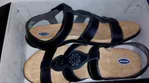 Selling Dr. Scholl's women's size 11 sandals