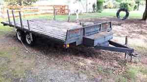 Dual axle flat bed trailer