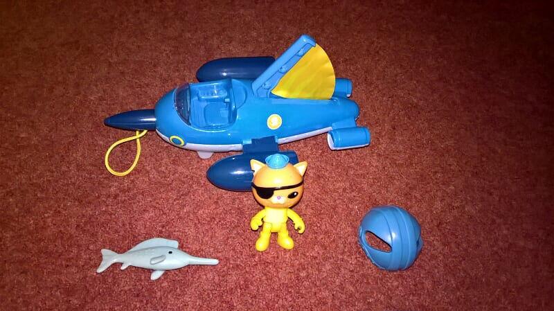 Fisher Price Octonauts GUP-R and Kwazii, Includes Kwazii, GUP-R, removable helmet and sailfish