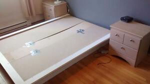 Base de lit double avec deux tables de chevet