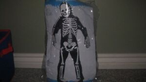 skeleton costume size 4-6 but fits small