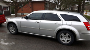2005 dodge magnum with low klms