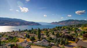 Luxury Lakeview Rancher in Scenic Peachland