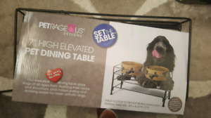 Elevated dog table