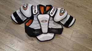 Hockey shoulder pads SR size small