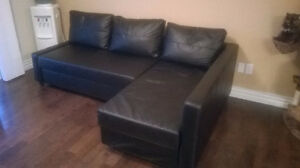 Sofa bed, leather, and trunk / Canapé lits