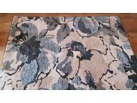 Biege / blue floral rug