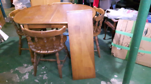 Solid maple table with 4 chairs and leaf