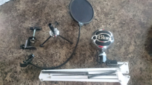 Blue microphone snow ball with accessories