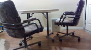 Dinning table with 4 cushioned chairs