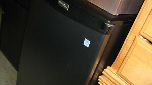Mini- frigo Danby. Mini-Bar. Cellier. Purificateur d'air.
