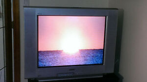 SONY WEGA 32'' FLAT-SCREEN