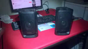 Optimus speakers and adapter in great condition