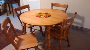Roxton Dining Room Set, including Hutch - Must sell! Kingston Kingston Area image 5