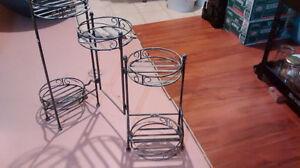 Metal flower pots stand