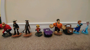 9 Disney Infinity Characters plus cases for Wii