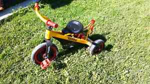 Tricycle tonka  avec cable de remorquage 35$