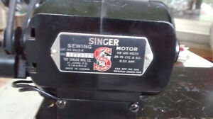 Vintage Singer Sewing Machine with Buttonholer, Accessories London Ontario image 3