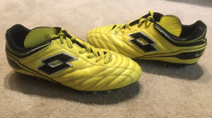 Outdoor Soccer Shoes, Size 6.5 Mens