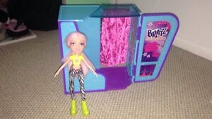 Bratz photo booth with doll