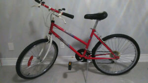 "Bicycle 24inch Wheels/ Vélo / Wheel 24""/ In Good CONDITION / Bic"
