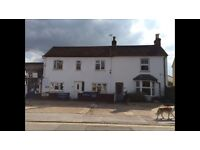 A DOUBLE ROOM TO RENT IN THIS FOUR BEDROOM SEMI DETACHED HOUSE CLEANER AND ALL BILLS INCLUDED