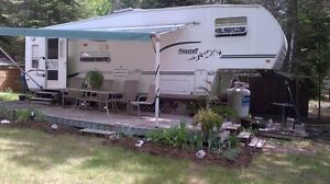 Fifth wheel Trailer For sale