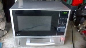 LG microwave w/ built in toaster/pizza oven