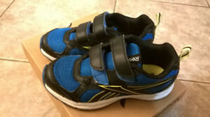 Boys Junior Size 11 Reebok Sneakers