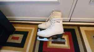 Young girl figure skates Size 3