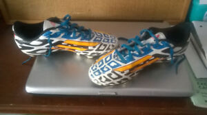 ADIDAS SOCCER CLEATS/SHOES FOR BOYS SIZE 4, LIKE NEW!