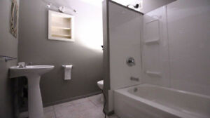 Amazing one bedroom available now! don't miss out..downtown P.A.
