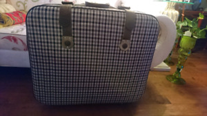 Suitcases large (31x12x26 ou 29 inches with wheels)