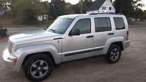 2008 JEEP LIBERTY 4X4 - ULTRA LOW KMS!  READY FOR WINTER!