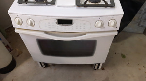 Jenn Air propane cook stove with electric oven