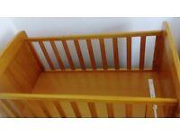 Obaby Winnie the Pooh gliding crib