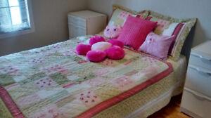 Ensemble couvre lit et coussins