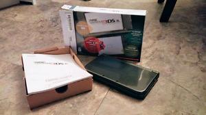 NEW NINTENDO 3DS XL AVEC 4 JEUX AUX CHOIX, BOITE ET CHARGEUR