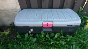 Large rubbermaid storage container