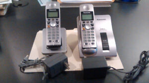 Panasonic wireless phone system- 1 base and one remote