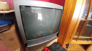 FREE Tube style tv with original remote FREE