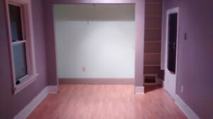 Spacious room for rent 2555 Beech Street Av/ Oct. 1