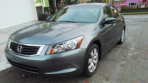 2010 Honda Accord with leather interior and sunroof! Wow!