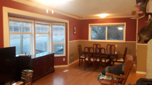 2 bdrm upstairs mainfloor in Rayleigh. $1600 includes utilities.