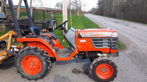 1999 Kubota B1700 standard tractor
