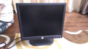 Monitor Dell 17 inch LCD/ display/ moniteur/ 17po/ WORKS FINE/ C
